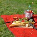 ピクニックのお弁当はおしゃれにサンドイッチで。フランスパンでデートもバッチリ。